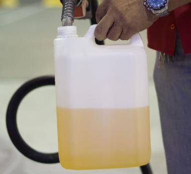 Resultado de imagem para galão de gasolina